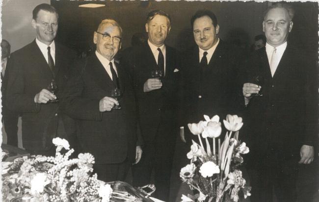 Der damalige Lochauer Bürgermeister Michael Mangold (2. von links) mit Bgm. Josef Degasper (Eichenberg), Bgm. Dr. Karl Tizian (Bregenz), Gemeinderat Josef Rupp (Lochau) und Bgm. Severin Sigg (Hörbranz) bei der Verleihung der Ehrenbürgerschaft am 11. März 1967. (Foto: Repro OGS Lochau)