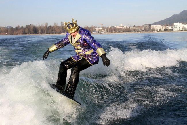 Prinz Mario surft ins neue Jahr