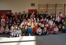 Photo of Musikverein Lochau mit den Militärmusikanten zu Gast in der Volksschule