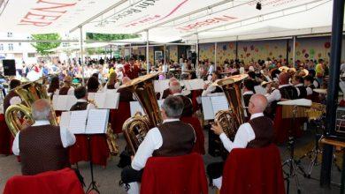 """Blasmusikalische Feststimmung mit 3G-Sicherheit beim kleinen """"Lochauer Dorffest"""""""
