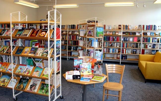 Ein gemeinsamer Besuch der Schulbücherei